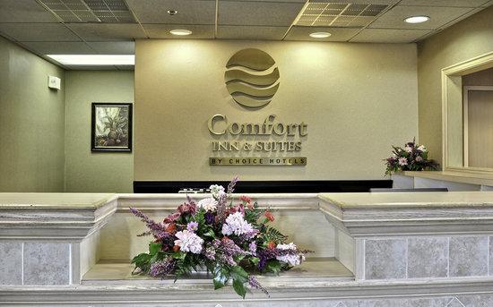 Comfort Inn & Suites Warsaw: Front desk