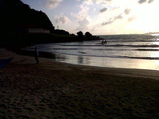 CoCo Bay Unawatuna: a gentle  breeze a drink in my hand,sat on the beach watchng the fisherme go out to sea