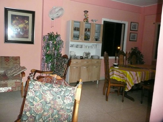 Clarita and Orlando's House: hermosa casa