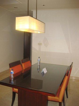 The Mayflower, Jakarta - Marriott Executive Apartments: Dining Area