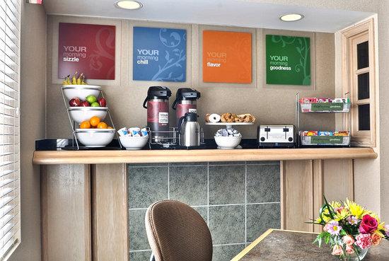 Comfort Suites: Breakfast