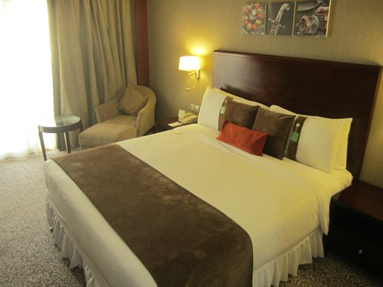 Holiday Inn Al Khobar-Corniche: Bedroom - comfortable couch