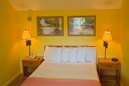 Key West Inn - Key Largo : Spacious bedroom