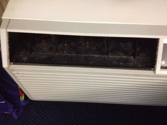 Motel 6 Charlotte NC Airport: Air conditioner, missing vent, loaded with dead bugs and filth