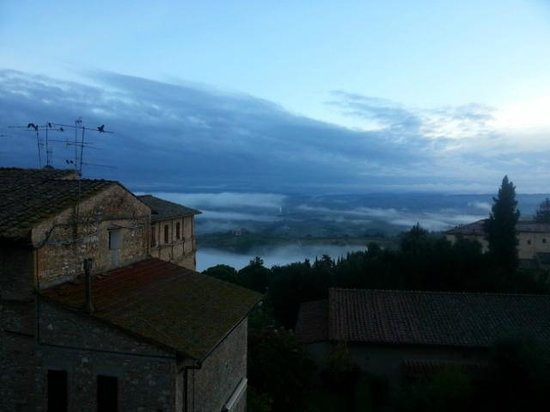 Hotel Leon Bianco: Misty morning - another view from the apartment