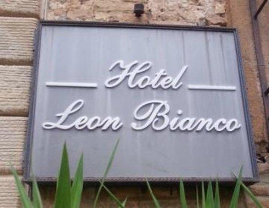 Hotel Leon Bianco : Hotel sign