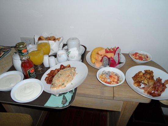 Pakasai Resort: room service breakfast