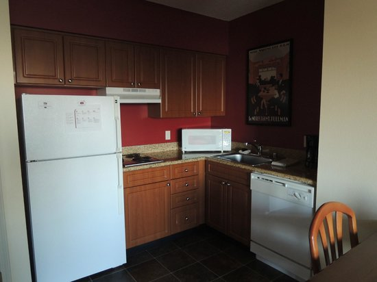 Residence Inn Portland Downtown/Riverplace: Full Kitchen