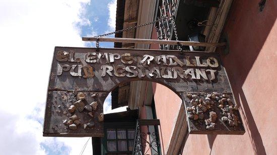 El Empedradillo: お店の看板です。