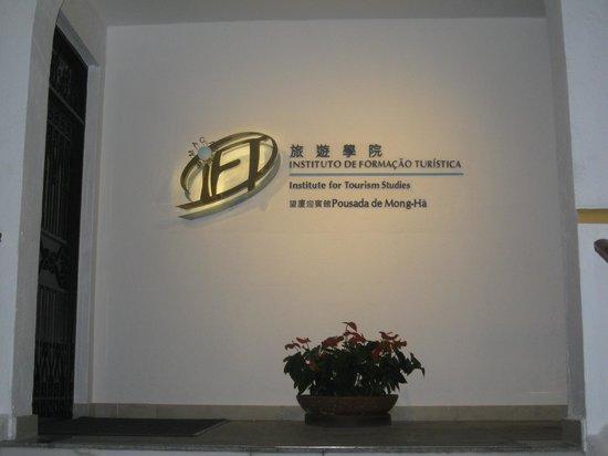 Pousada de Mong-Ha: Front Entrance