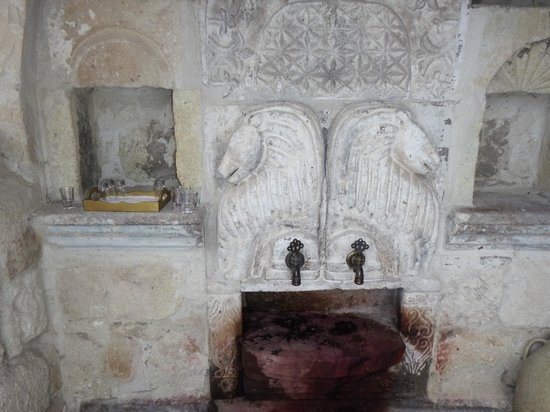 Anatolian Houses: ワインが出てくる蛇口