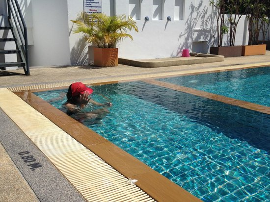 Patong Princess Hotel: Clean and clear roof-top pool