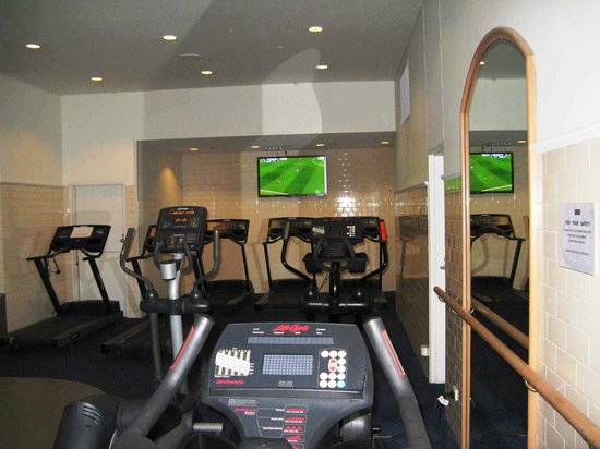 Mercure Melbourne Albert Park : Gym and pool area