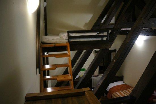 Brewery Hotel U Medvidku: Третья кровать на втором этаже
