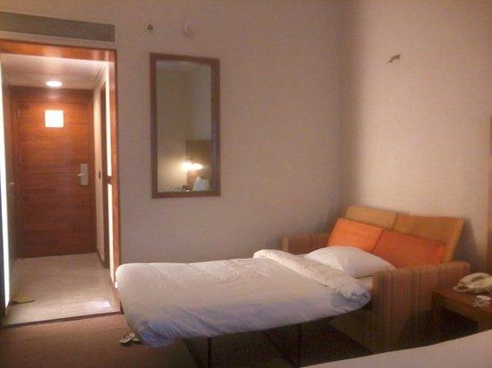 VITS Hotel Pune : Sofa Cum Bed