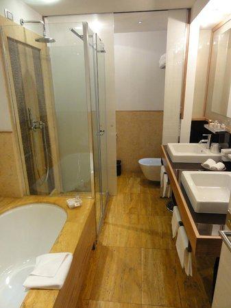 Mario de' Fiori 37: Salle de bains