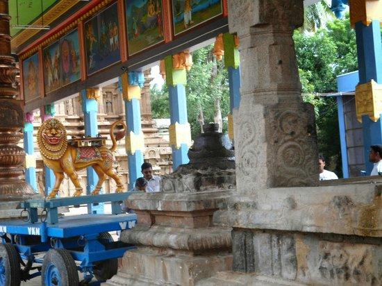Kambahareswarar Temple: FRONT MANDAPAM