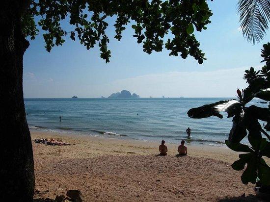 Aonang Villa Resort: Beach