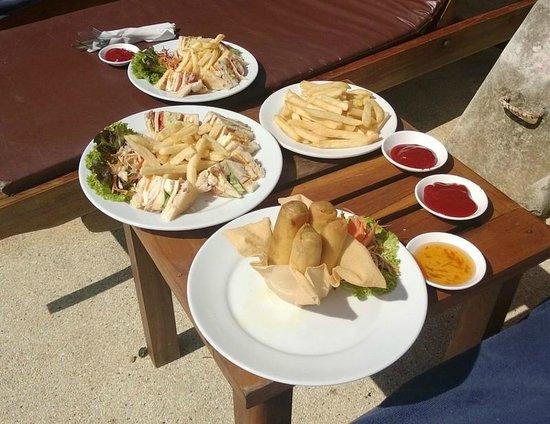 Aonang Villa Resort: Lunch, spring rolls and Club Sandwhich