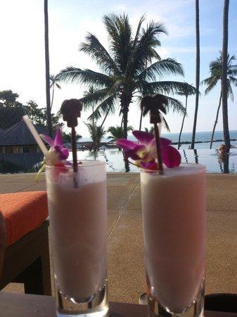 Belmond Napasai: Un milkshake en la piscina