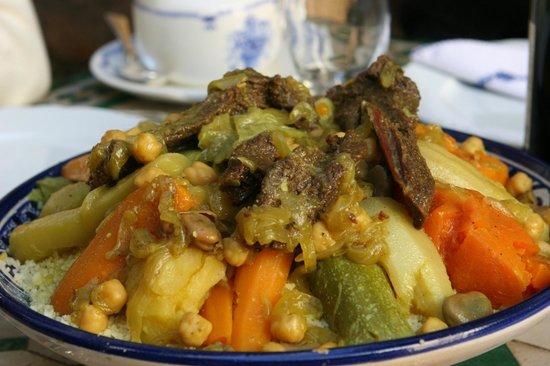 Riad Le Sucrier De Fes: L' excellent couscous de Souad