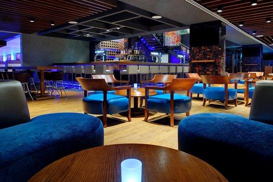 Movenpick Hotel Jumeirah Lakes Towers: urban bar & kitchen