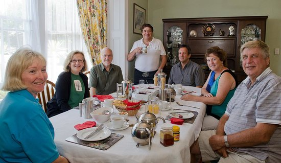 Mon Logis Bed and Breakfast: Great opportunities to meet fellow travelers over a leisurely breakfast!