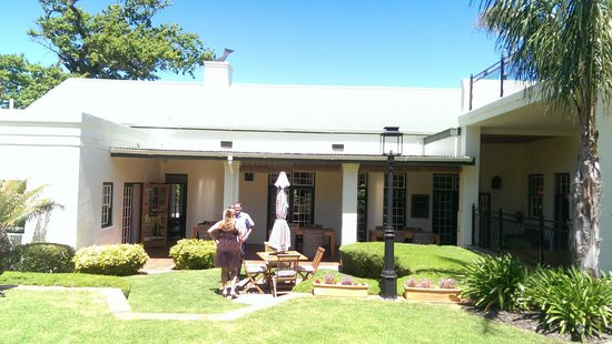 Avondrood Guest House: Guest house view from Garden