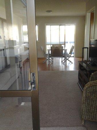 Snells Beach Motel: appartamento, vista.