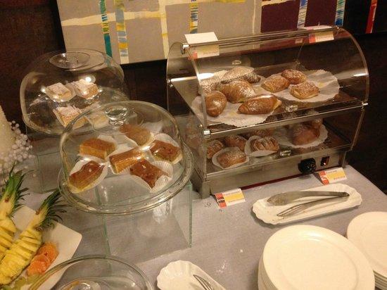 Base Hotel To Work: buffet colazione, le brioches