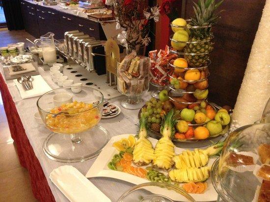 Base Hotel To Work: buffet colazione, frutta