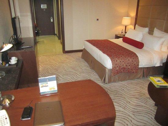 Park Regis Kris Kin Hotel : Bedroom view 1