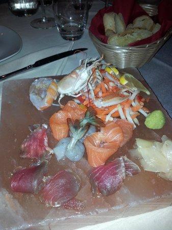 Dunque Milano : antipasto: sashimi di mare