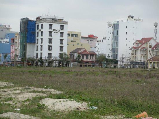 Chu Hotel Danang: Hotel from street