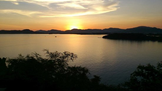 The Westin Siray Bay Resort & Spa Phuket: 部屋から眺めた夕日