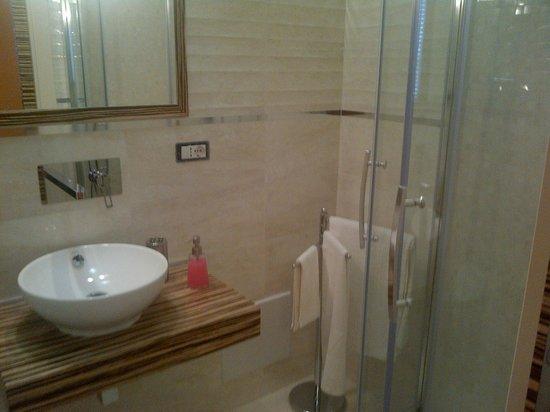 B&B Borgo Santa Margherita: Bagno con doccia