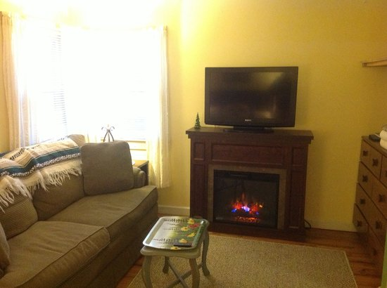 Valley Brook Cottages: Electric fireplace 7, 11, 10