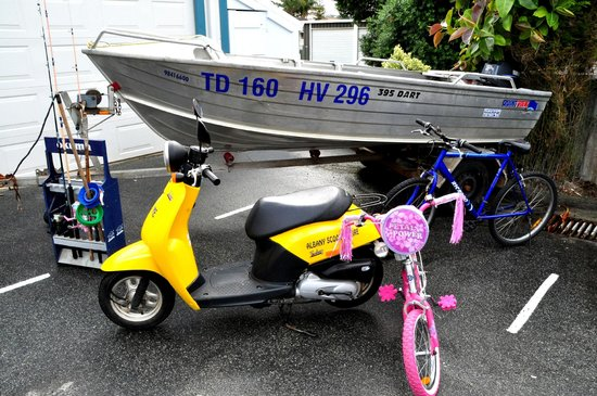 Dolphin Lodge : Dinghy, Scooter and Bike Hire