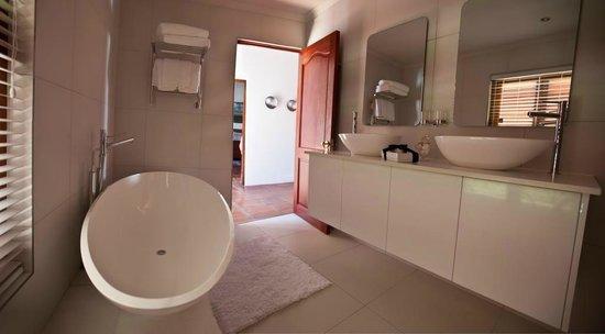 Aaldering Vineyards & Wines Luxury Lodges: Bathroom