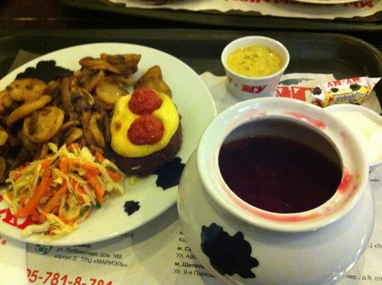 Cafe Mu-Mu: Borsch soup with some potatoes and hamburger