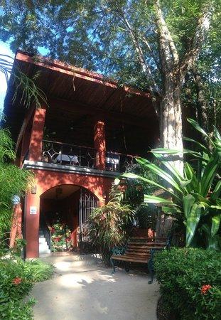 Hotel Cantarana: Front of hotel dining area