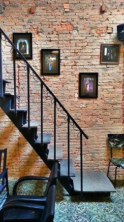 The Magonn Coffee Studio: Nice wall