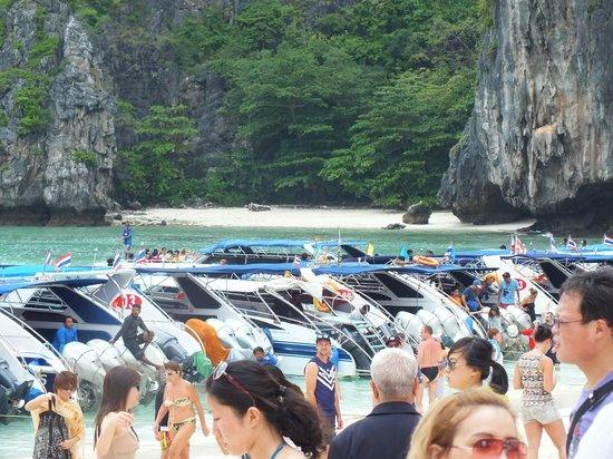 Kantary Bay, Phuket : Island hopping trip.Go early