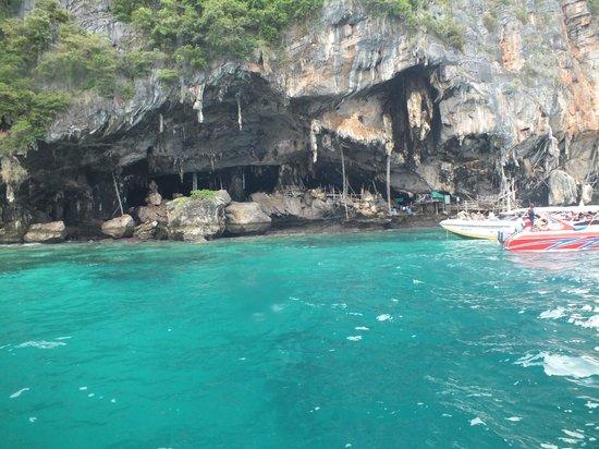 Kantary Bay, Phuket : Sea Gypsy cave dwelling