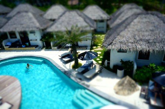 Lazy Day's Samui Beach Resort: Bungalows beside the Pool