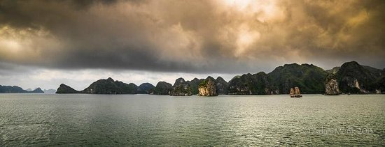 Monk Art Photography Gallery: Halong Bay dawn, Vietnam