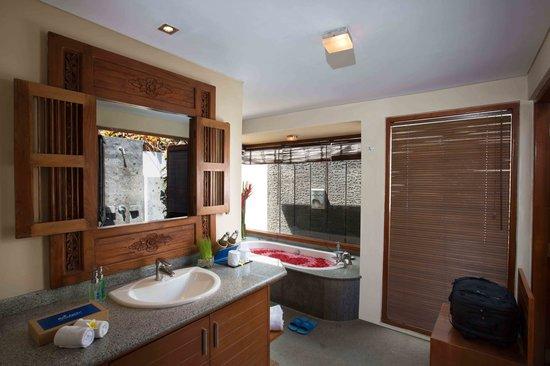 Balibaliku Beach Front Luxury Private Pool Villa: Bath Room