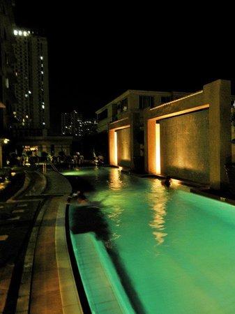 Astoria Plaza: Outdoor Pool