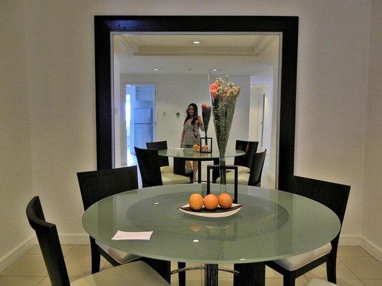 Astoria Plaza: Dining Table