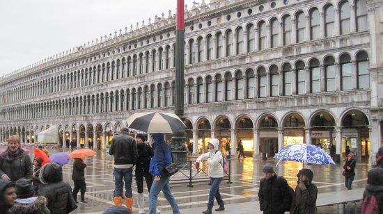 Hotel Carlton Capri: .....unico (per fortuna) giorno di pioggia, ma Venezia è sempre bella anche con la pioggia!!!!